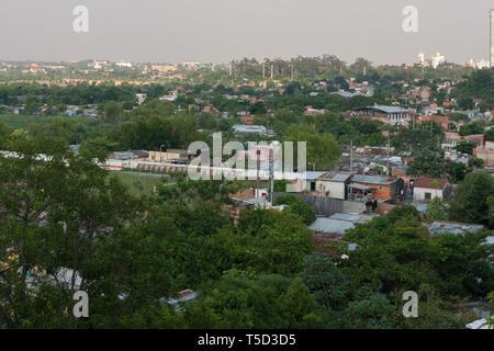 Ricardo Brugada neighbourhood, aka La Chacarita, Asuncion, Paraguay. Shanty town located along the banks of the Rio (River) Paraguay - Stock Image