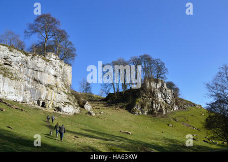 The caves and limestone cliffs of Wolfscote Dale beside the River Dove - Stock Image