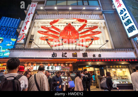 The famous crab sign outside the Kani Doraku crab restaurant in the Dotonbori district in Osaka, Japan - Stock Image