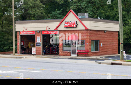 HICKORY, NC, USA-21 AUG 2018: Grease Monkey storefront.  American franchisor of automotive service centers. - Stock Image