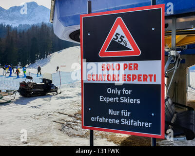 Picture of a warning sign on a ski slope only for expert skiers in Cortina d'Ampezzo, Dolomites, Italy. - Stock Image