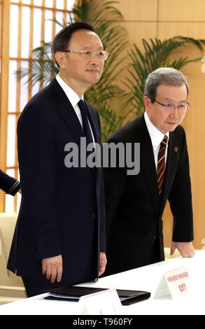 Tokyo, Japan. 17th May, 2019. Chinese top diplomat and Political Bureau member Yang Jiechi (L) and Chinese ambassador to Japan Cheng Yonghua (R) are greeted by Japanese Foreign Minister Taro Kono for their talks at Kono's office in Tokyo on Friday, May 17, 2019. Yang is now in Japan to hold talks with Japanese officials as Chinese President Xi Jinping will visit Japan for the G20 summit meeting in Osaka next month. Credit: Yoshio Tsunoda/AFLO/Alamy Live News - Stock Image