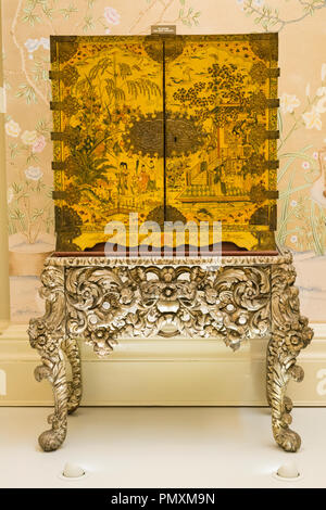 Liverpool Wirral Port Sunlight The Lady Lever Art Gallery Cabinet 1690 dutch Japanese pine oak brass Stand english 1680 silver Louis XIV style - Stock Image