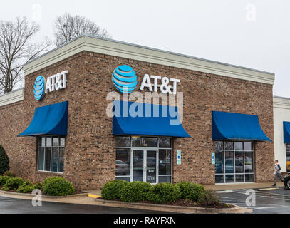 HICKORY, NC, USA-1/3/19: A local AT&T retail store for wireless communications and devices. - Stock Image