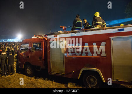 Taunggyi, Myanmar. 12 November 2016.   Fire brigade truckm ready for action.   A large basket of fireworks accidentally - Stock Image