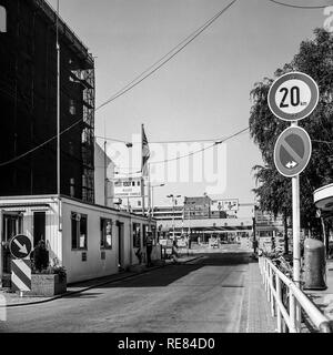 August 1986, Allied Checkpoint Charlie, Friedrichstrasse street, Kreuzberg, West Berlin side, Germany, Europe, - Stock Image
