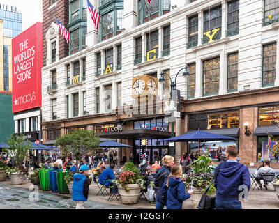 Macy's department store, Herald Square, New York City, New York State, USA.  The department store chain was founded in 1858 by Rowland Hussey Macy, 18 - Stock Image