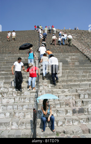 Tourists Climbing the Pyramid of the Sun, Teotihuacan, Mexico - Stock Image