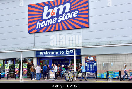 Exterior of retail B&M discount store in retail park, UK - Stock Image