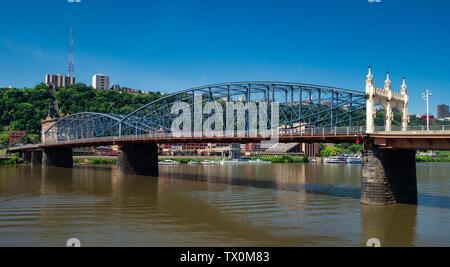 The Smithfield Street Bridge crosses the Monongahela River into the city of Pittsburgh, Pennsylvania. - Stock Image