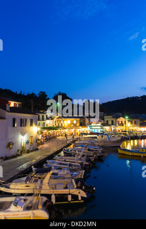 Tavernas in the small fishing village of Loggos on Paxos. - Stock Image