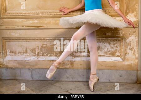 Cuba, Havana. Ballerina balancing on one leg. Credit as: Wendy Kaveney / Jaynes Gallery / DanitaDelimont.com - Stock Image