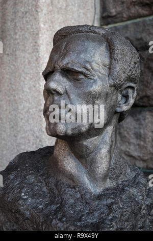 Head sculpture of Gustav Sandberg, Swedish artist and sculptor, outside City Hall (Stadshuset), Stockholm, Sweden. - Stock Image