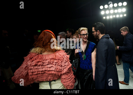 Fashionista crowd around singer Paloma Faith, clad in pink, following the PPQ autumn 2011 collection at the BFC - Stock Image