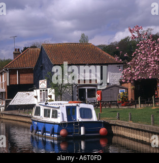The Rising Sun pub and boat Coltishall Norfolk Broads UK - Stock Image