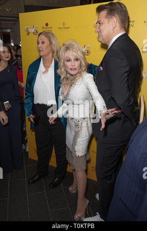 Celebs attend gala evening for Dolly Parton's 9 to 5 The Musical  Featuring: Dolly Parton Where: London, United Kingdom When: 17 Feb 2019 Credit: Phil Lewis/WENN.com - Stock Image
