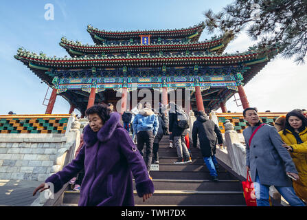 Tourists in front of Pavilion of Everlasting Spring Pavilion on the hilltop of Jingshan Park in Beijing, China - Stock Image