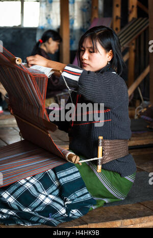 Women weaving traditional fabrics on backstrap looms in Thimphu, Bhutan - Stock Image