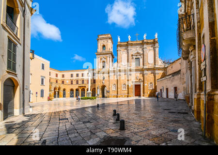 Morning as tourists begin to explore the Brindisi Duomo Cathedral and Bell tower in the Piazza Duomo in Brindisi, Italy, part of southern Puglia - Stock Image