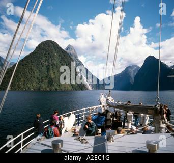 New Zealand Milford Sounds Mitre peak Fjord tourist boat - Stock Image