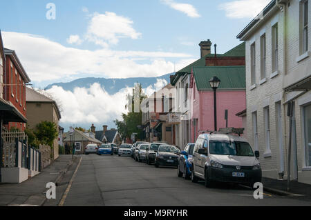 Mt Wellington, masked by cloud, rises beyond the colonial-era streetscape of Hampden Road in Battery Point, Hobart, Tasmania, Australia - Stock Image