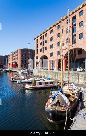 Boats moored in Liverpool's Albert Dock. The dock was built in 1846 and closed in 1972 and renovated between 1981 and 1984 . - Stock Image
