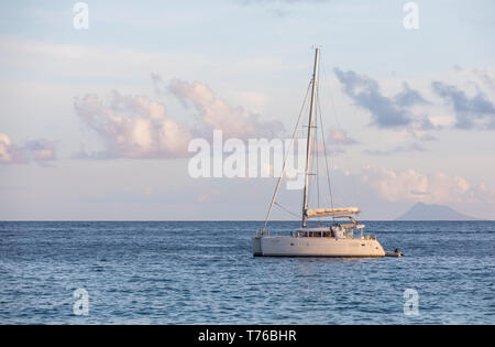 Catamaran off shell beach in Gustavia, St Barts - Stock Image