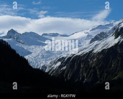 Mountain range snowcapped - Stock Image