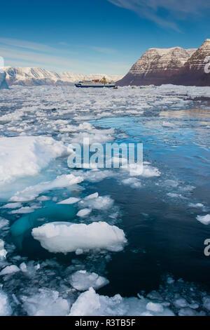 Greenland, Scoresby Sund, Gasefjord. Cruise ship and brash ice. - Stock Image