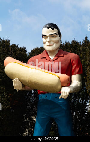 Atlanta, Illinois, USA.  March 10th, 2019. Paul Bunyan Statue on historic Route 66. - Stock Image
