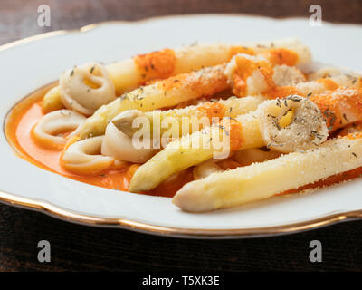 Vegan Tortellini with White Asparagus and Paprika Sauce - Stock Image