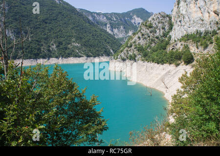 The Mratinje Dam, with hydroelectric power station, a concrete arch dam in the canyon of the Piva River in Pluzine municipality in northwestern Monten - Stock Image