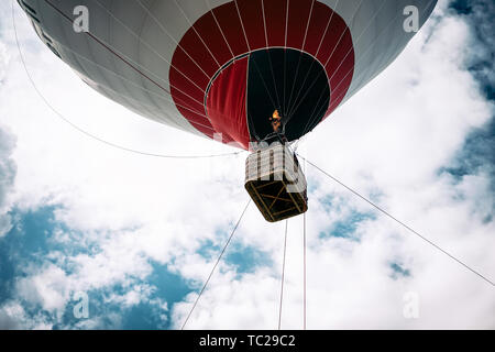 Happy people flying on big balloon airship - Tourists having fun during a flying excursion - Travel lifestyle, tourism and vacation concept - Stock Image