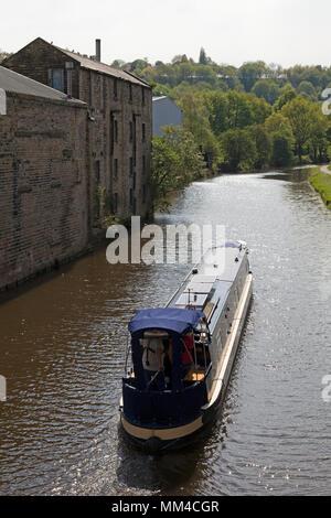 Narrowboat on the Calder & Hebble Navigation, Elland, West Yorkshire - Stock Image