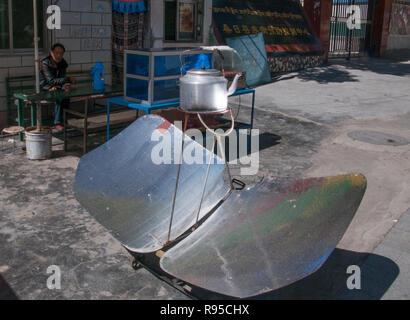 Solar-powered hot water kettle in Sangri, Tibet, China - Stock Image