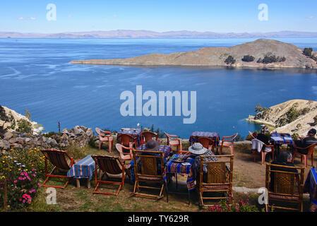 Tourists enjoying the fantastic views of Lake Titicaca from Yumani village, Isla del Sol, Bolivia - Stock Image