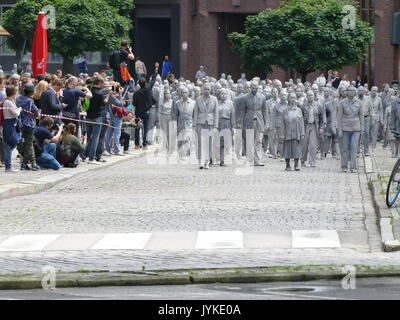 Hamburg 1000 ghostly moving figures zombie creative protest to the G20 for more solidarity and political participation in the world - Stock Image