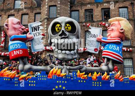 Düsseldorf, Germany. 4 March 2019. The annual Rosenmontag (Rose Monday or Shrove Monday) carnival parade takes place in Düsseldorf. Carnival float depicting Vladimir Putin and Donald Trump tearing up the INF Treaty, designed by German artist Jacques Tilly. - Stock Image