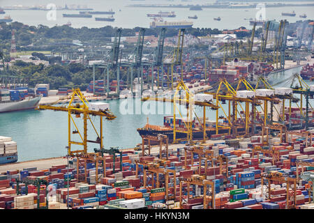 SINGAPORE - DECEMBER 07: The port of Singapore on December 07, 2013 in Singapore. It's the world's busiest - Stock Image