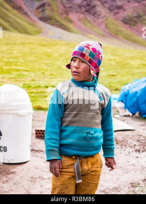 Vinicunca, Peru - January 7, 2017. View of a Boy working for tourists in the Vinicunca mountain (Rainbow mountain) - Stock Image