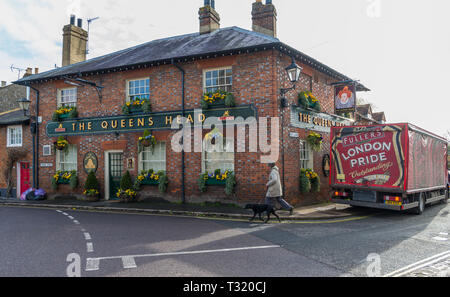 The Queens Head public house and Thai Kitchen restaurant in Church Street, Chesham, Bucks, England, UK - Stock Image