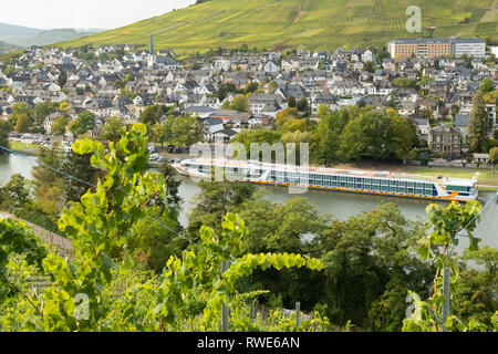 Moselle Valley River Cruise ship Vista Star moored at Bernkastel-Kues, a winegrowing centre on the Middle Moselle, Germany - Stock Image