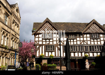 Old Wellington Inn  (+ Mitre Bar - Left), Cathedral Gates / Shambles Square, City Centre, Manchester, UK - Stock Image