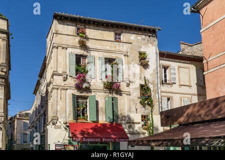 Place du forum, facade, Cafe, Arles, Provence - Stock Image