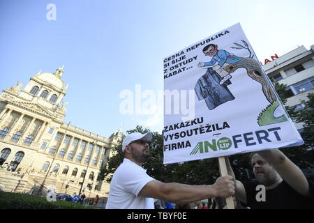 Prague, Czech Republic. 04th June, 2019. Ongoing prepares prior to another demonstration for Justice Minister Marie Benesova's resignation and also Prime Minister Andrej Babis's resignation, held by Million Moments for Democracy NGO, are seen on the Wenceslas Square in Prague, Czech Republic, on June 4, 2019. Credit: Michal Kamaryt/CTK Photo/Alamy Live News - Stock Image