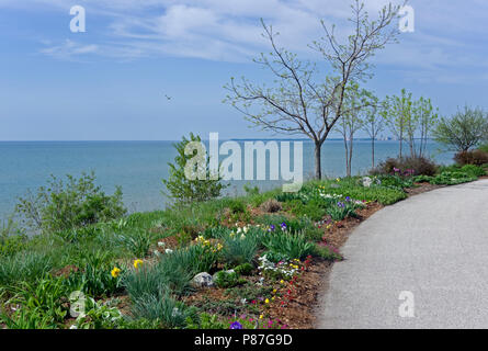 Mariners Trail along Lake Michigan shoreline between Manitowoc and Two Rivers, Wisconsin for bicycles, walkers, joggers, roller skaters. - Stock Image