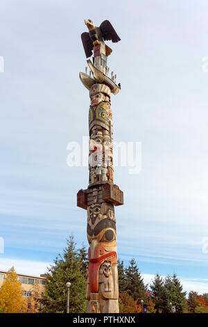 Reconciliation Pole carved by Haida master carver Jim Hart, University of British Columbia, Vancouver, BC, Canada - Stock Image