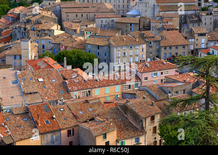 Elevated view of the rooftops of Sisteron. Alpes-de-Haute-Provence, PACA Region, France - Stock Image