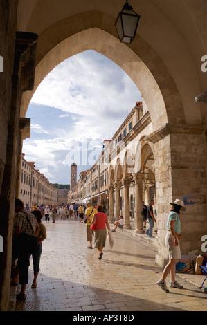 Placa Stradum through the archway near to the Sponza palace Dubrovnik Dalmatia Croatia - Stock Image
