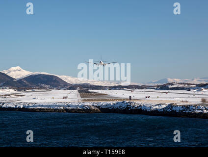 A Scandinavian Air Services (SAS) Boeing 737 coming in to land at the airport in the town of Bodo in Norway, during winter. - Stock Image
